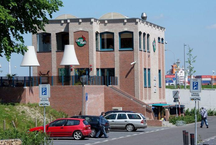 De voormalige coffeeshop Checkpoint, aan de rand van de Terneuzense binnenstad en op steenworp afstand van de Westerschelde.