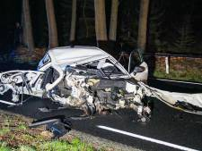 Arrestatie na zware crash bij Ugchelen, zoektocht naar andere inzittenden in bosgebied