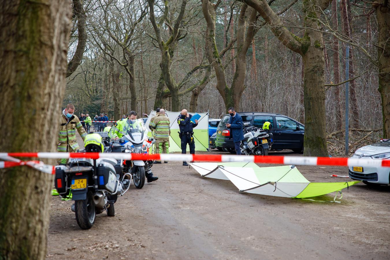 De politie doet onderzoek bij landgoed Heidestein in Zeist na de vondst van een lichaam.