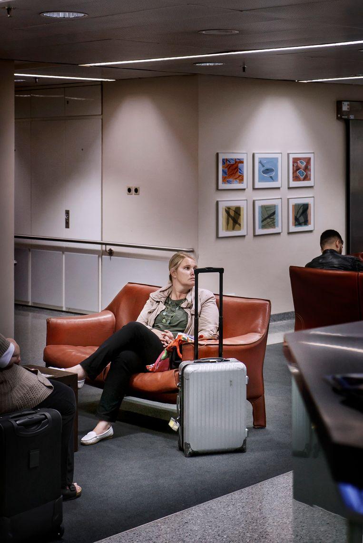 De luchthaven helpt de buitenlanders met een speciale service: een shuttlebusje, hulp bij immigratie en doaune,sightseeing voor familie en overnachtingen. Beeld Eric de Mildt