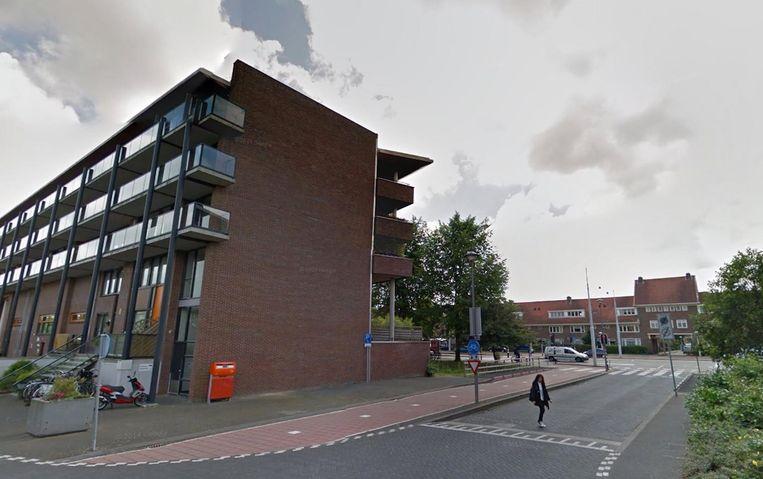 De muur van het appartementencomplex aan de Wembleylaan draagt binnenkort Cruijff's beeltenis Beeld Google Streetview