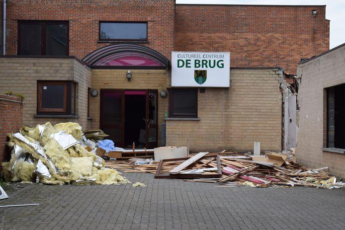 De afbraak van COC De Brug langs de Assenedesteenweg is gestart.