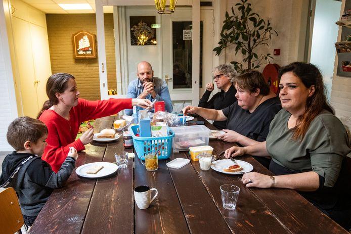 Buurthuis De Elegast gaat sluiten en dat is een enorme klap voor medewerkers en buurtgenoten.