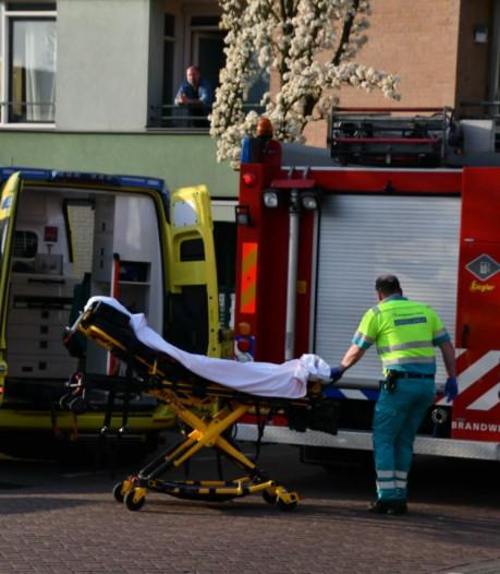 Brandweer laat na klus in Enschede uit voorzorg pakken wassen om corona