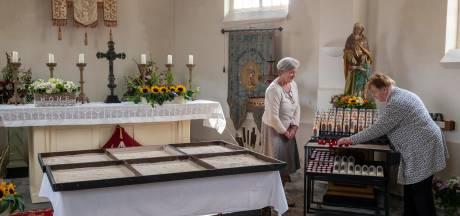 De 34 schriftjes van H. Anna; liefde, geluk, leed en eenzaamheid in bedevaartplaats Molenschot