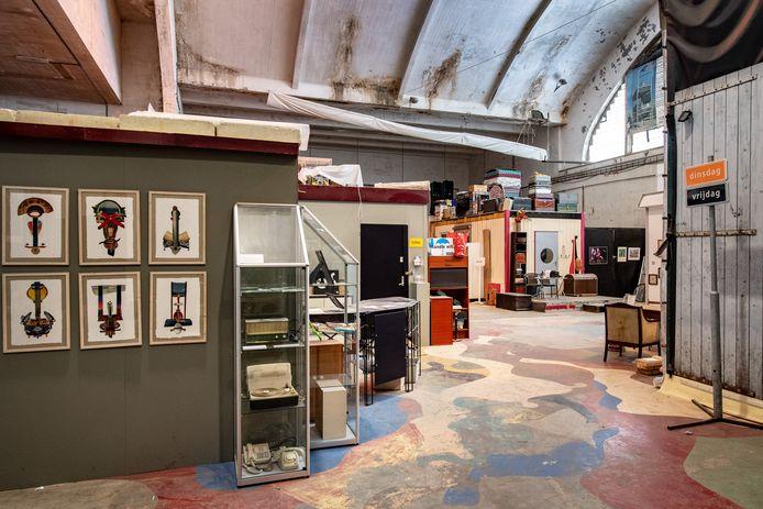 In de grote Vasimhal zijn units gebouwd waarin culturele ondernemers zitten. Vasim was een van de eerste plekken in Nederland waar een oude fabriekshal op die manier werd gebruikt.