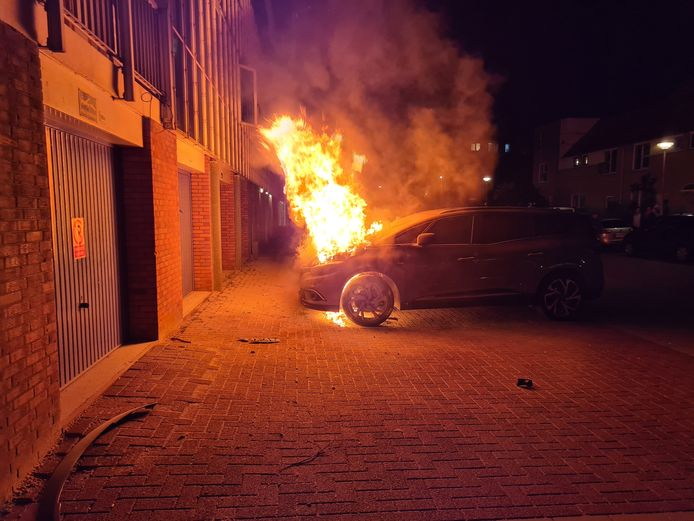 Woensdagavond 14 april rond 21.50 uur is brand ontstaan in een auto aan de Bernadottelaan in Gouda.