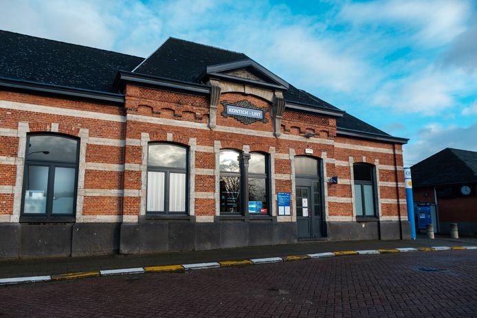 Het stationsgebouw van Kontich-Lint.