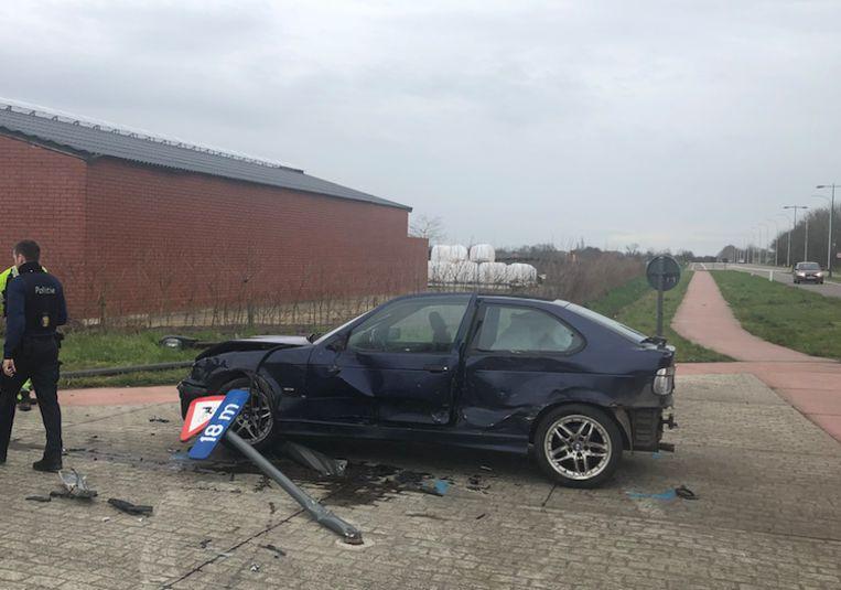 De BMW crashte met hoge snelheid.