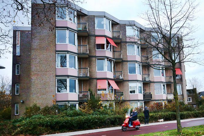 Woningen van Mitros aan de Eykmanlaan in Utrecht. Houten wil niet dat een fusie van Viveste met deze stedelijke corporatie ten koste gaat van de belangen van Houten.