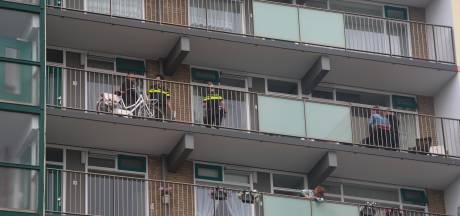 Politie valt woning binnen om voortvluchtige verdachte op te pakken
