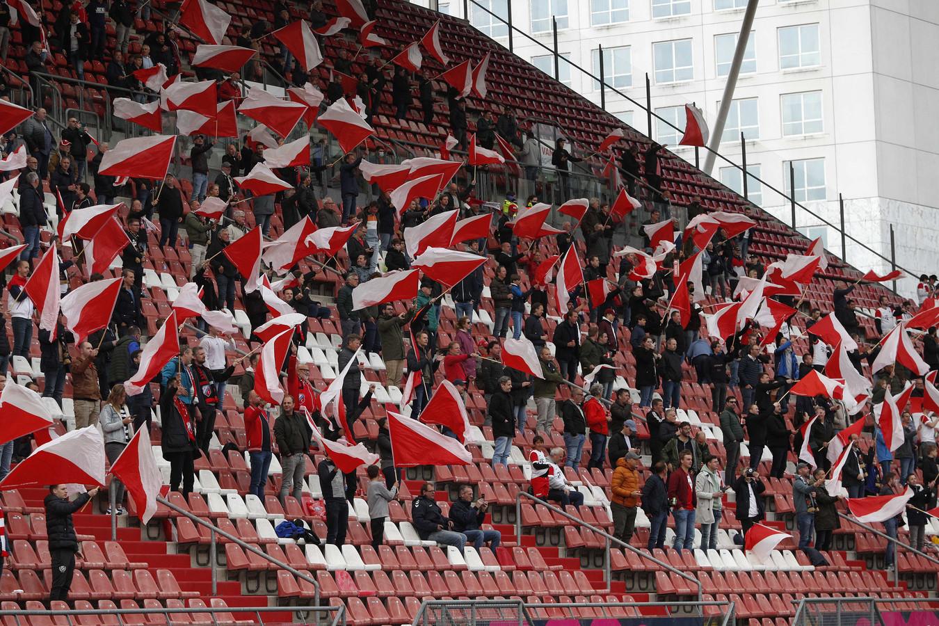 Supporters voorafgaand aan de play-offswedstrijd van afgelopen seizoen in Stadion Galgenwaard.