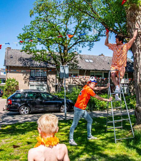 Na vuilniswagen-rampspoed kleuren 'jonge honden' van Anke Servaeshof hun brave straat weer oranje