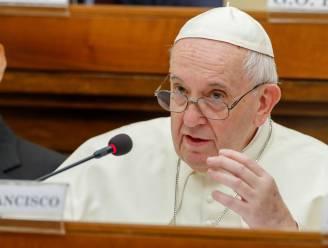 Versoepeld celibaat komt er niet: paus drukt hoop van bisschoppen de kop in