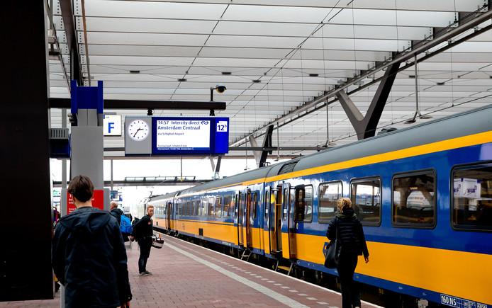 De Intercity Direct op station Rotterdam Centraal.