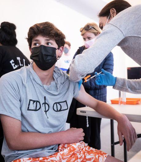 La vaccination des 16-17 ans attaquée en justice