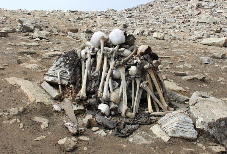Het meer ligt vol met menselijke beenderen. Beeld Shutterstock