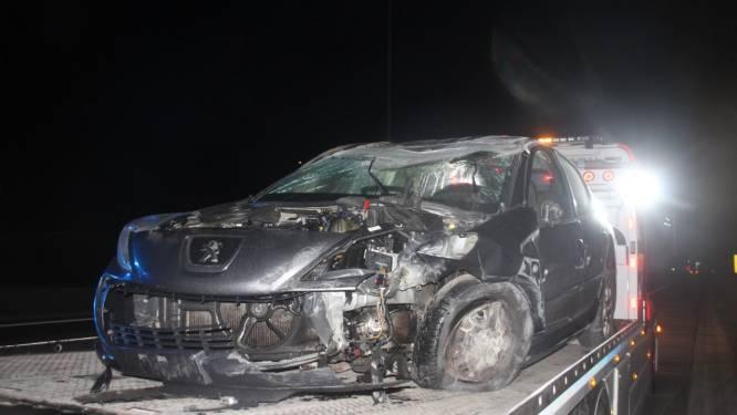 Autobestuurder over de kop op E17: bestuurder lichtgewond