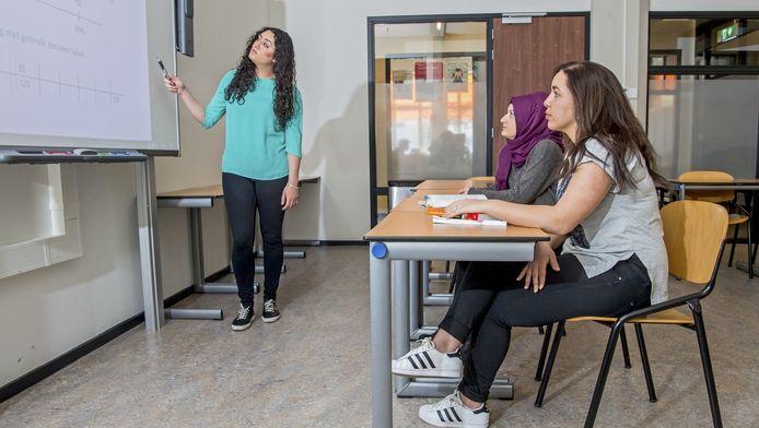 Nesrin,Zeynep en Amal zijn vastbesloten om juf te worden.
