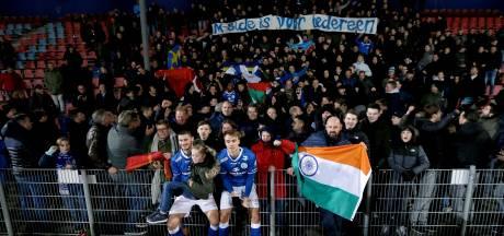 Supportersbus FC Den Bosch bij 'kansloze actie' gestopt onderweg naar NAC na tip over 'flink coke snuiven'