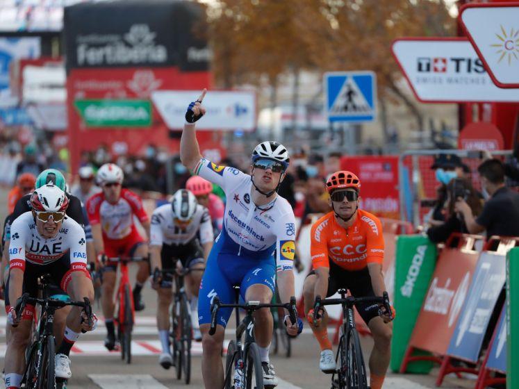 Samenvatting etappe 4 van Vuelta: Sam Bennett wint eerste massasprint