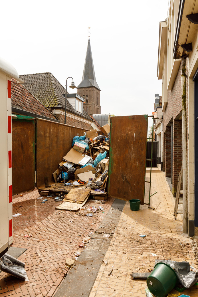 Vanwege de ontruiming van een woning in de Molenstraat in Steenwijk in mei vorig jaar was de straat een hele dag afgesloten.