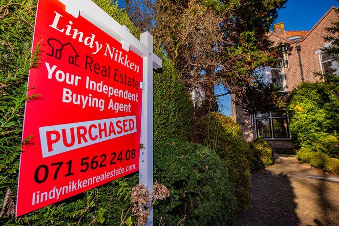 Huizen zijn nog steeds schaars en worden gemiddeld binnen een maand verkocht.