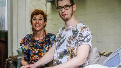 """""""Ik ben al blij als ik zelf mijn T-shirt kan aantrekken"""":  Tristan (23) lijdt al 7 jaar helse pijnen en richt nu met zijn mama fonds op"""