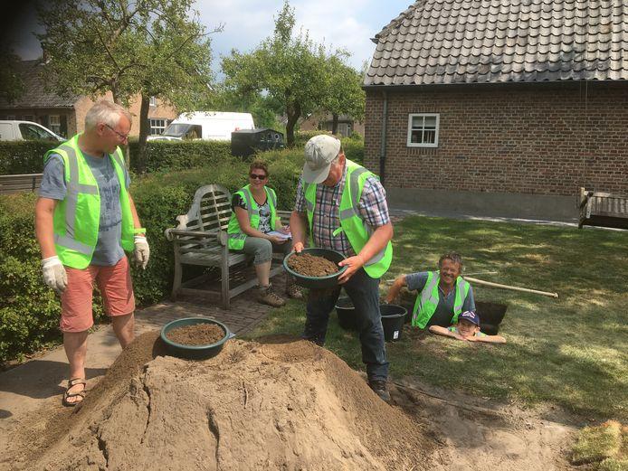 Aan het graven bij het proefputtenproject in Liempde in 2019.
