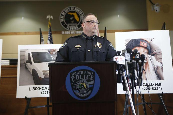 Politiechef Todd Garrison tijdens een persconferentie over de verdwijningszaak in North Port, Florida.