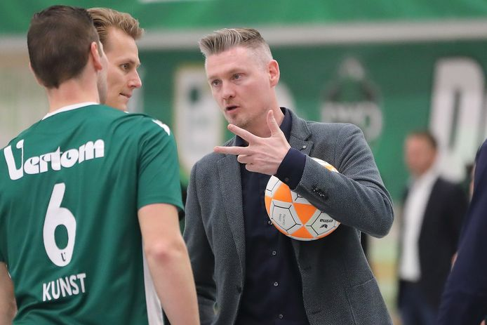 PKC-coach Wim Scholtmeijer: ,,In zo'n week als deze wil iedereen iets van je.''