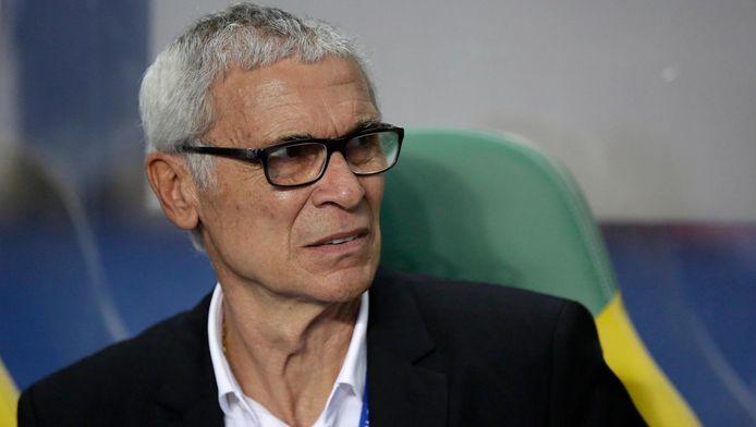 """Hector Cuper, le sélectionneur de l'Égypte, a été battu par le Cameroun (dirigé par Hugo Broos) en finale de la CAN 2017. Résultat des courses pour le coach argentin: six finales, six échecs. """"Bon, je perds encore une finale"""", a-t-il dit à l'issue du match."""