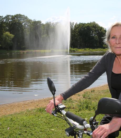 Klagende villabewoners en broedende meerkoeten; eindelijk spuit de fontein in het Nieuwe Plantsoen in Deventer