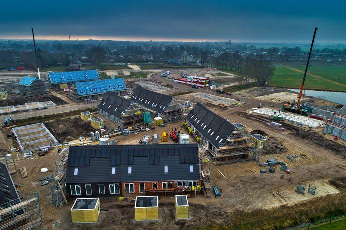 De sociale, gasloze huurwoningen op De Dijkjes zijn uitgerust met zonnepanelen, maar bij niet alle bewoners zijn de energiekosten doorberekend in de huurprijs.