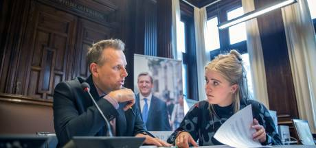 Zwols raadslid Margriet (22) snuffelt aan kamerwerk in Den Haag