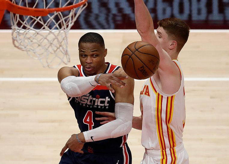 Russell Westbrook (Washington Wizards) is ook in het duel met de Atlanta Hawks onderweg naar een 'triple-double'. Beeld AP
