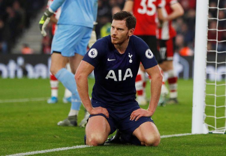 Vertonghen reageert teleurgesteld nadat hij een corner tegen Southampton niet kan binnenwerken. Beeld Action Images via Reuters