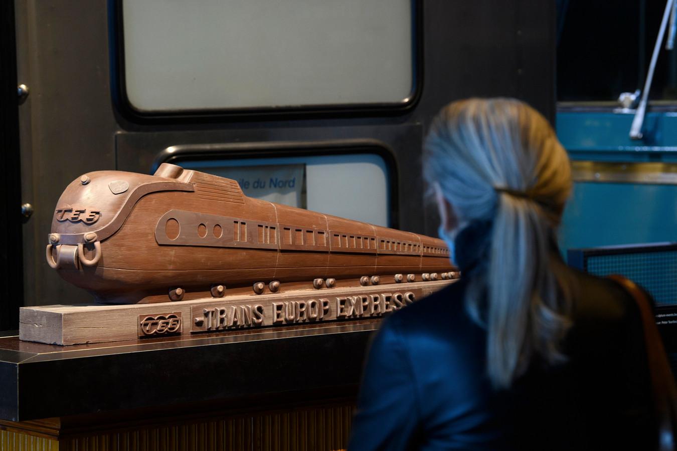 """De tijdelijke tentoonstelling """"Choco Loco"""" plaatst van 20 oktober 2020 tot 21 februari 2021 een twintigtal unieke chocoladesculpturen tussen de historische treinen."""