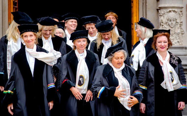 Stoet van vrouwelijke hoogleraren tijdens de opening van het Academisch Jaar in Nederland. Beeld ANP