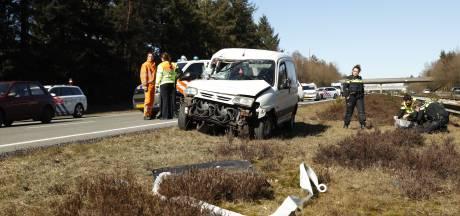 Vrouw gewond na botsing met  vrachtwagen op A50 bij Heerde