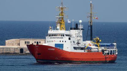 Aquarius pikt elf ronddobberende migranten op voor Libische kust