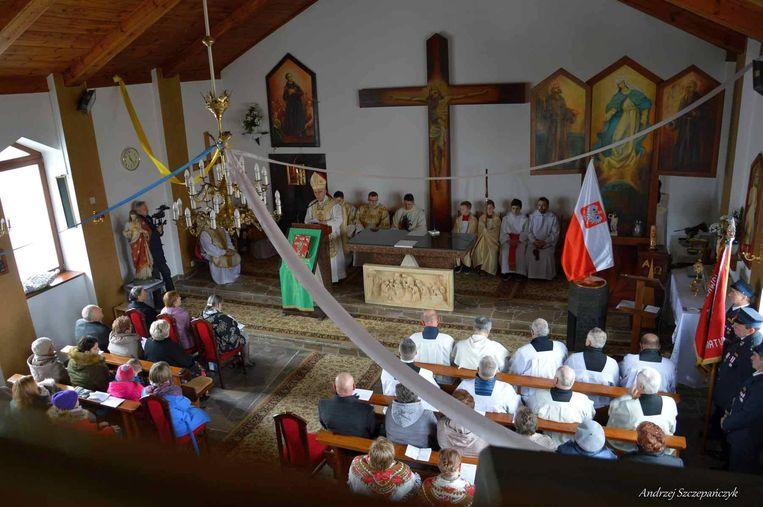 De parochiekerk in Polen tijdens de inwijding.