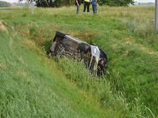 Auto in sloot bij ongeval, automobilist gewond
