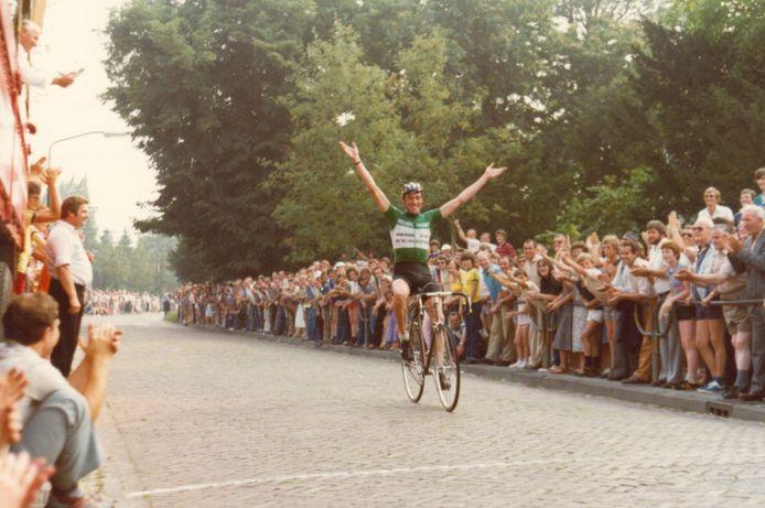 'Dolle Dries' van Wijhe wint in 1980 de hoofdkoers in de strijd om de gele trui in Duizel.