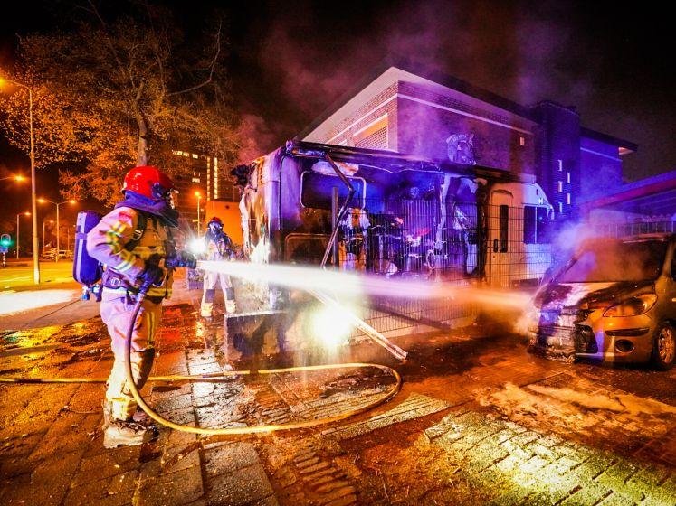 Metershoge vlammen door brandende camper en auto Eindhoven