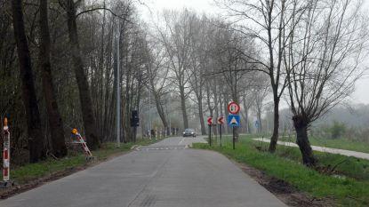 Na te steile fietsbrug nu ook te smalle weg