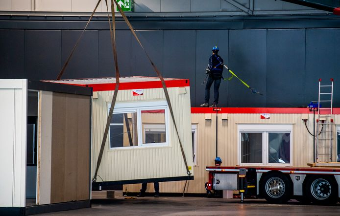 Cabins voor een noodhospitaal in Ahoy maken plaats voor de opbouw van ESF2021.