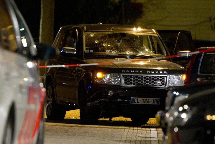 In de Schaepmanstraat in de Staatsliedenbuurt stond een zwarte Range Rover met een Frans kenteken. De voorruit was doorzeefd met kogels.
