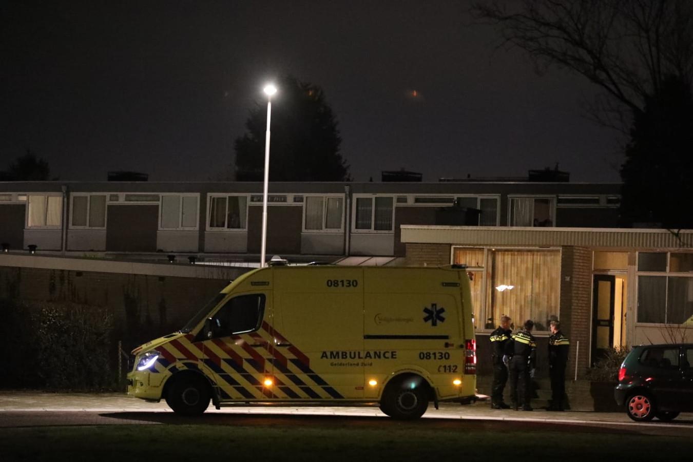 Een politiehelikopter vloog zondagavond enige tijd boven Nijmegen vanwege een steekpartij aan de Van Peltlaan.