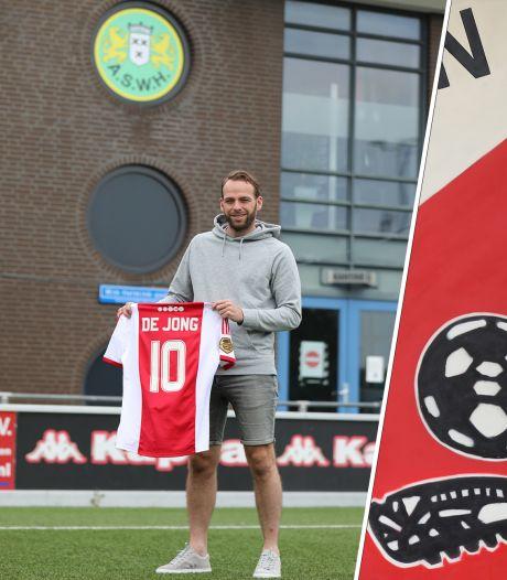 Jesper en Leon grepen hun kans en 'scoorden' een shirt van deze Ajacieden: 'Ik kreeg een enorme uitbrander'